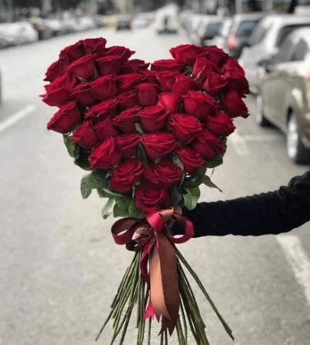 Cách gói hoa hồng hình trái tim tặng người ấy