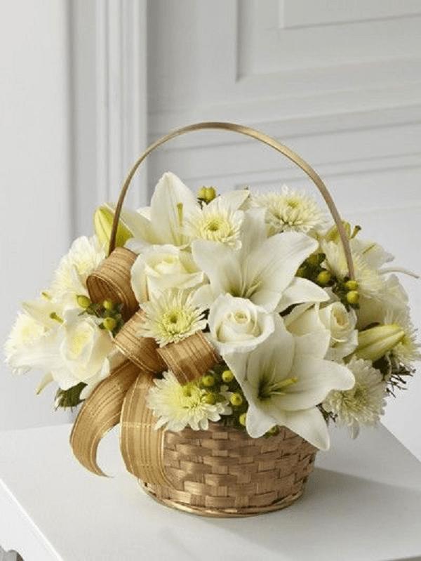 cắm hoa để bàn trang trí