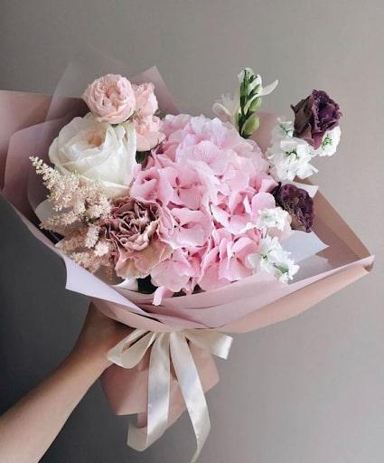 Hướng dẫn gói hoa hồng kết hợp hoa cẩm tú cầu