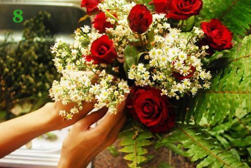 Cách cắm hoa hồng kết hợp lá dương xỉ đẹp hút hồn 6