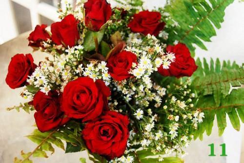 Cách cắm hoa hồng kết hợp lá dương xỉ đẹp hút hồn 7