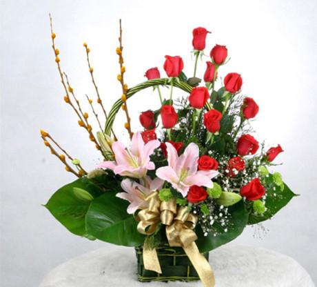 Điểm tô thêm cho giỏ hoa hồng và ly Hy vọng những bài viết có thể giúp bạn học được những cách cắm nụ tầm xuân để trang trí nhà cửa khi không khí xuân đang về. Chúc các bạn thành công! Xem thêm: 10 loại hoa không thể bỏ qua trong dịp Tết