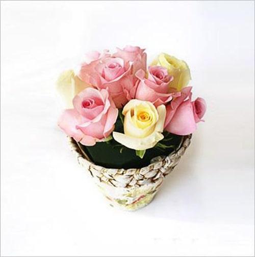 Cách trang trí hoa hồng và cành cây khô cực đẹp 3