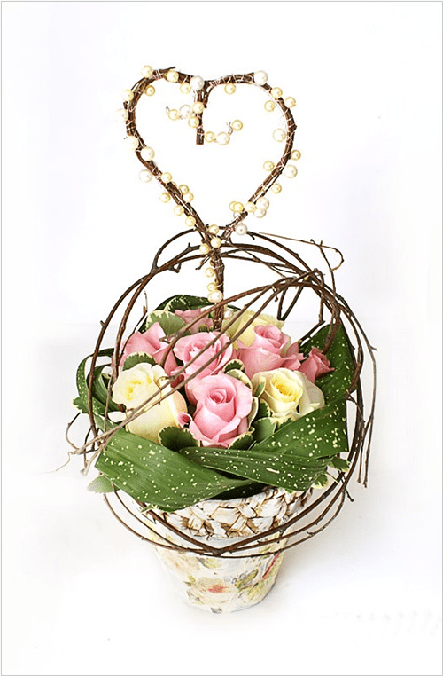 Cách trang trí hoa hồng và cành cây khô cực đẹp 6
