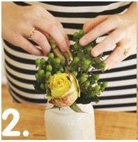 Cách cắm hoa kết hợp lông vũ cho ngày làm việc thêm hứng khởi 2