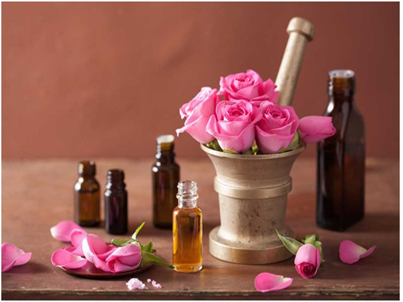 Tinh dầu hoa hồng giúp dưỡng da, chống lão hóa