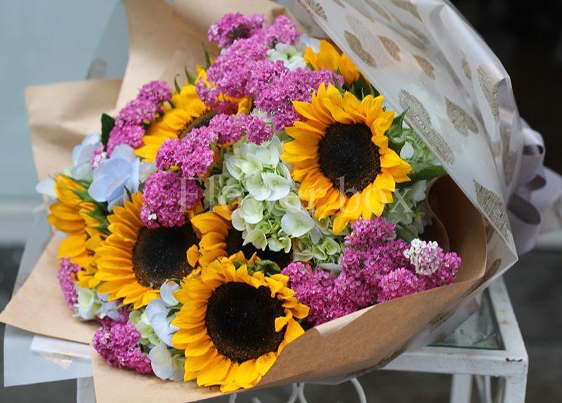 Với thầy cô năng động nên tặng hoa gì?