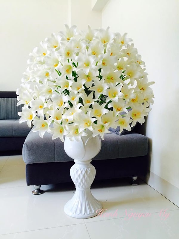 Cắm hoa trong bình gốm 3