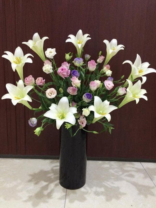 Cắm hoa loa kèn kết hợp với các loại hoa khác 3