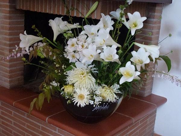 Cắm hoa loa kèn kết hợp với các loại hoa khác 2