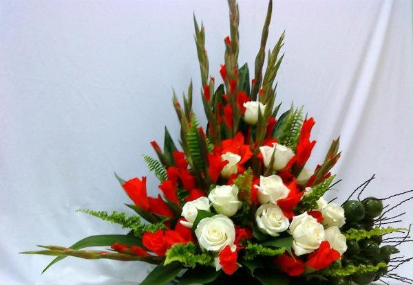 Hình tham khảo cắm hoa kiểu tam giác