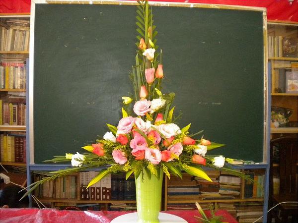 Minh họa cắm hoa kiểu chữ T