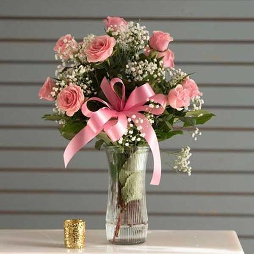Biến tấu đơn giản một chút với kiểu cắm bình hoa hồng đơn giản nhưng đầy dịu dàng này