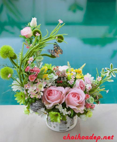 Cắm hoa hồng theo hình bán nguyệt (lưỡi liềm)