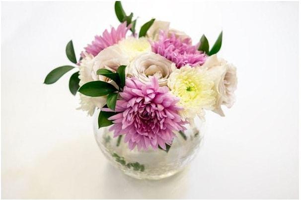 Cắm hoa cúc phối hồng xinh đẹp
