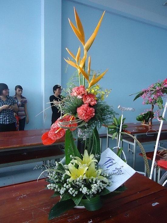 Lẵng hoa với chủ đề tri ân