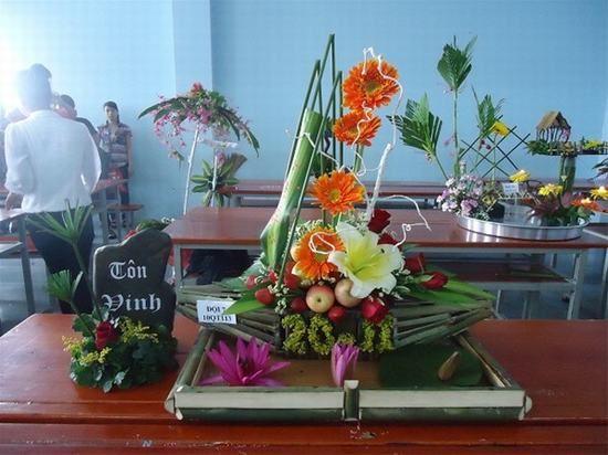 Lẵng hoa chủ đề tôn vinh