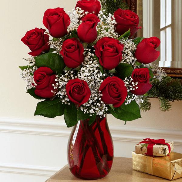 Bình hoa hồng để bàn hoàn thành