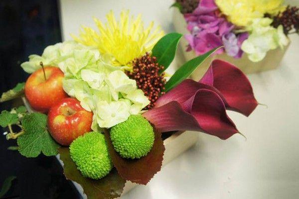 Chậu hoa đẹp 8-3 với hoa và quả