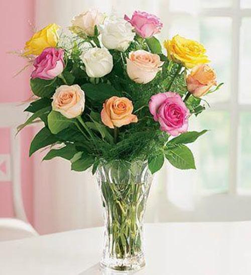 Cách cắm hoa hồng lọ cao để bàn đẹp mê ly 4