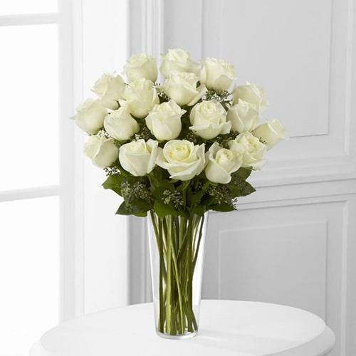 Cách cắm hoa hồng lọ cao để bàn đẹp mê ly 10
