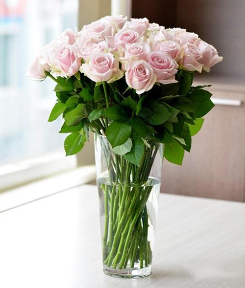 Cách cắm hoa hồng lọ cao để bàn đẹp mê ly 2