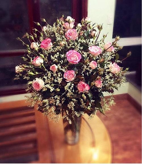 Cách cắm hoa hồng lọ cao để bàn đẹp mê ly 5