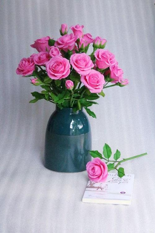 Cách cắm hoa hồng lọ cao để bàn đẹp mê ly 8