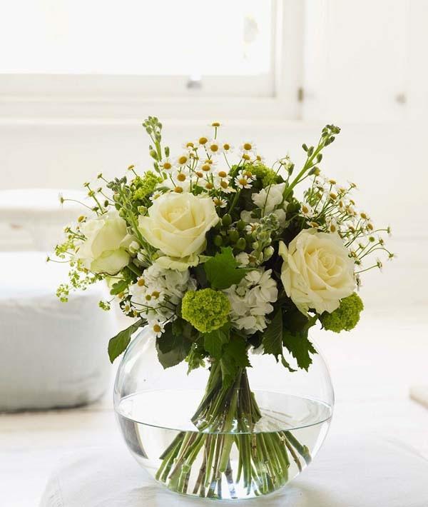 cách cắm hoa hồng trên bàn làm việc 2