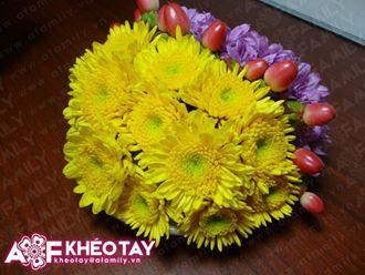 Cắm đĩa hoa cúc nhỏ dễ thương trang trí bàn