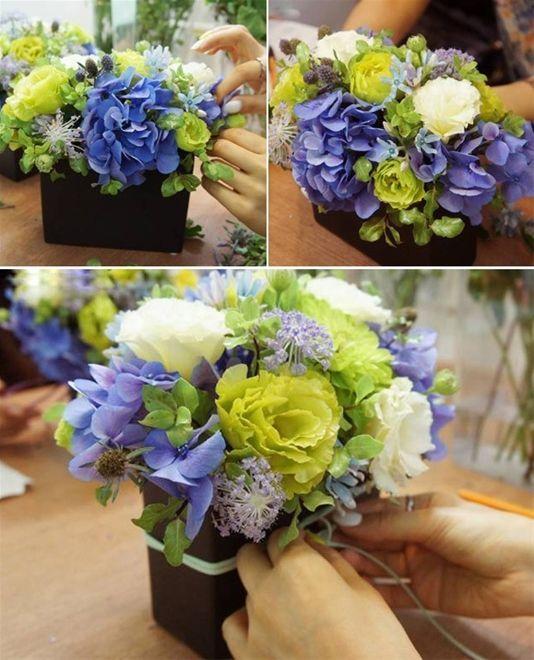 Cắm thêm các hoa cúc xanh, bách nhật để trang trí