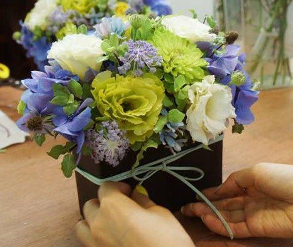 Thắt nơ trang trí cho bình hoa