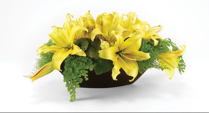 Cắm hoa ly vào miếng xốp