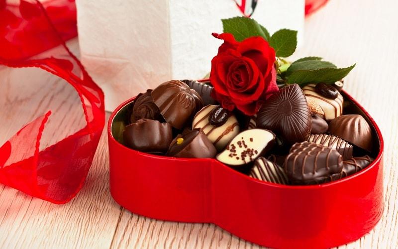 Socola và hoa hồng tặng người yêu