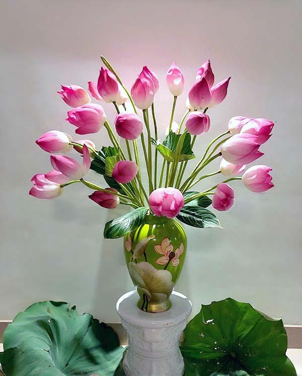 Hoa sen cắm bàn thờ gia tiên