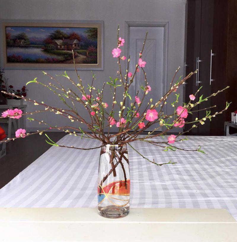 Hoa đào cắm bàn thờ gia tiên