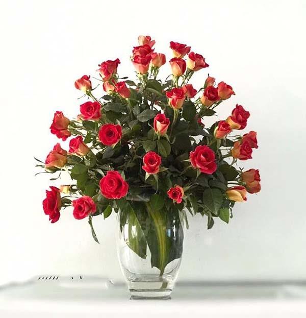 Hoa hồng cắm bàn thờ gia tiên