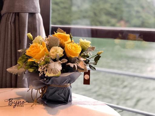 Bình hoa bọc bằng vải hoặc giấy thô