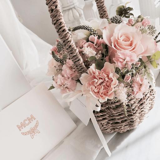 Giỏ hoa để bàn tone hồng tím