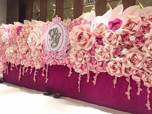 Bức tường hoa giấy độc đáo