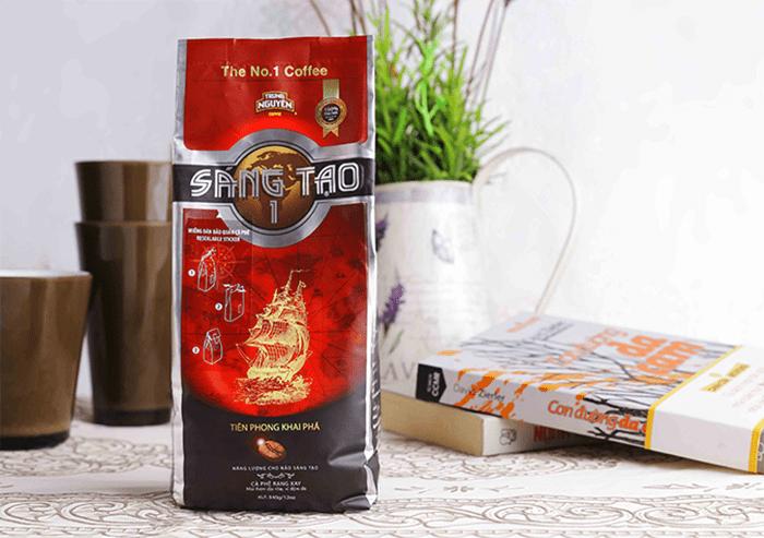 Túi cà phê làm từ giấy ghép màng nhôm có tác dụng chống ẩm (mặt trong màu bạc sáng)