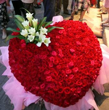Ý nghĩa 999 bông hồng tặng Valentine