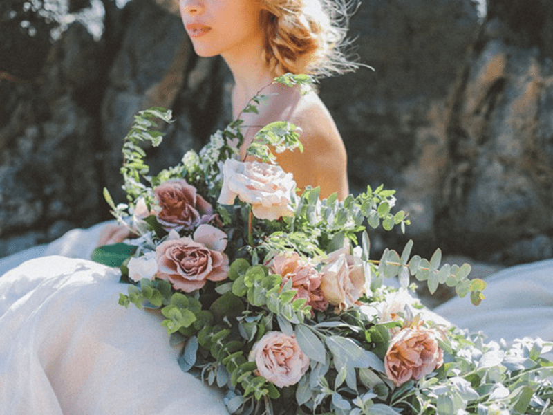 Các mẫu hoa sẽ được cắm đủ số lượng và đảm bảo giống kiểu dáng như trên Website
